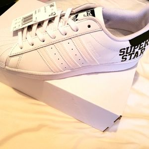 ⚠️Mens adidas sneakers size 9.5⚠️